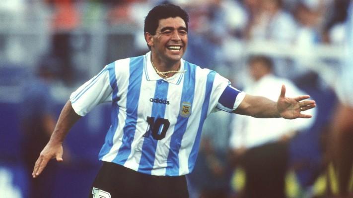 Efsane futbolcu Maradona hayatını kaybetti.