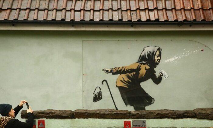 Banksy'den CoronaVirüs'e özel grafiti Aachoo