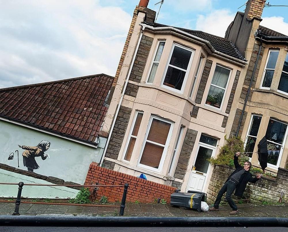Banksy'nin Achoo adlı yeni grafitisi evin değerini arttırdı.