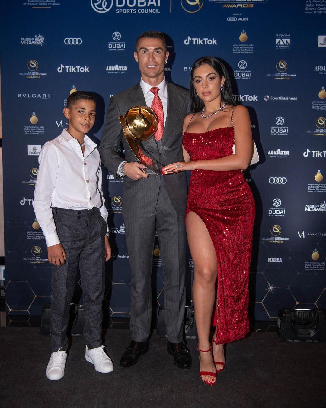 Cristiano Ronaldo 21. yüzyılın en iyi futbolcusu seçildi