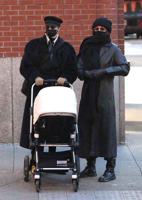 Gigi Hadid, bebeğiyle New York sokaklarında