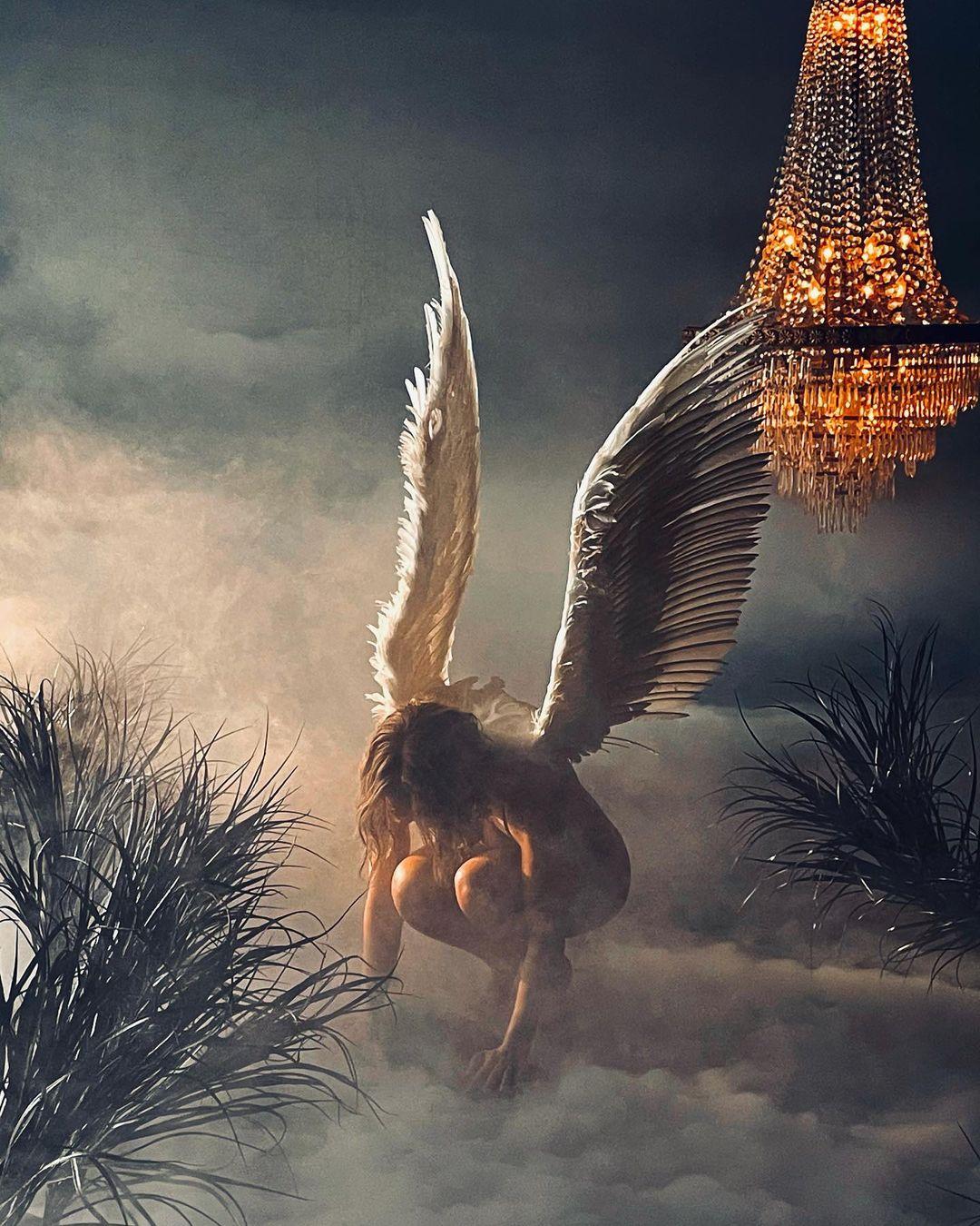 Jennifer Lopez, klip için melek oldu. Noel'de 2021 için dualar gönderdi.