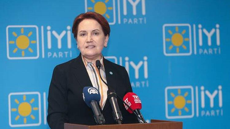 Yatılı okudu. Türkiye'nin ilk kadın parti liderlerinden oldu
