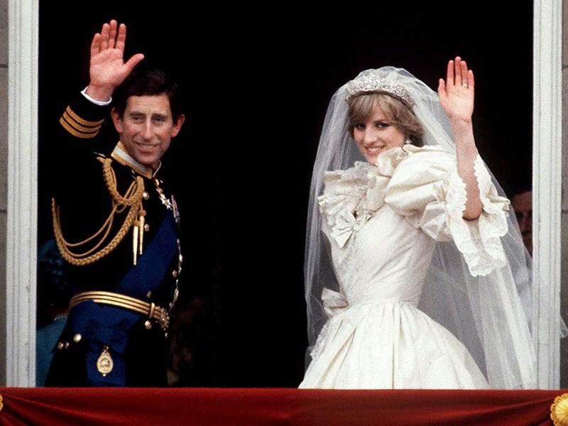 Prenses Diana'nın gelinliği25 yıl sonrasergilenecek