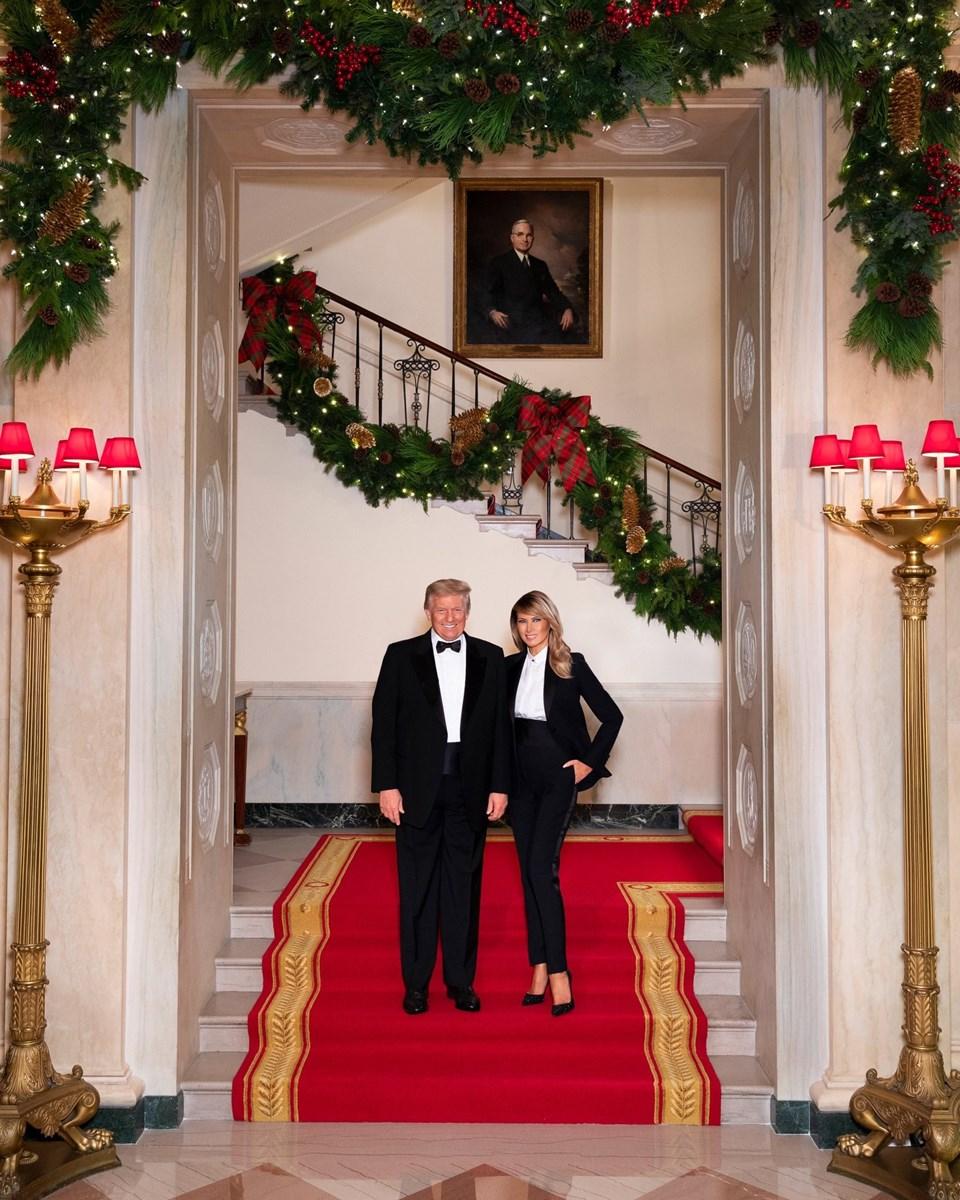 Trump çiftinden Beyaz Saray'da son Noel kutlaması