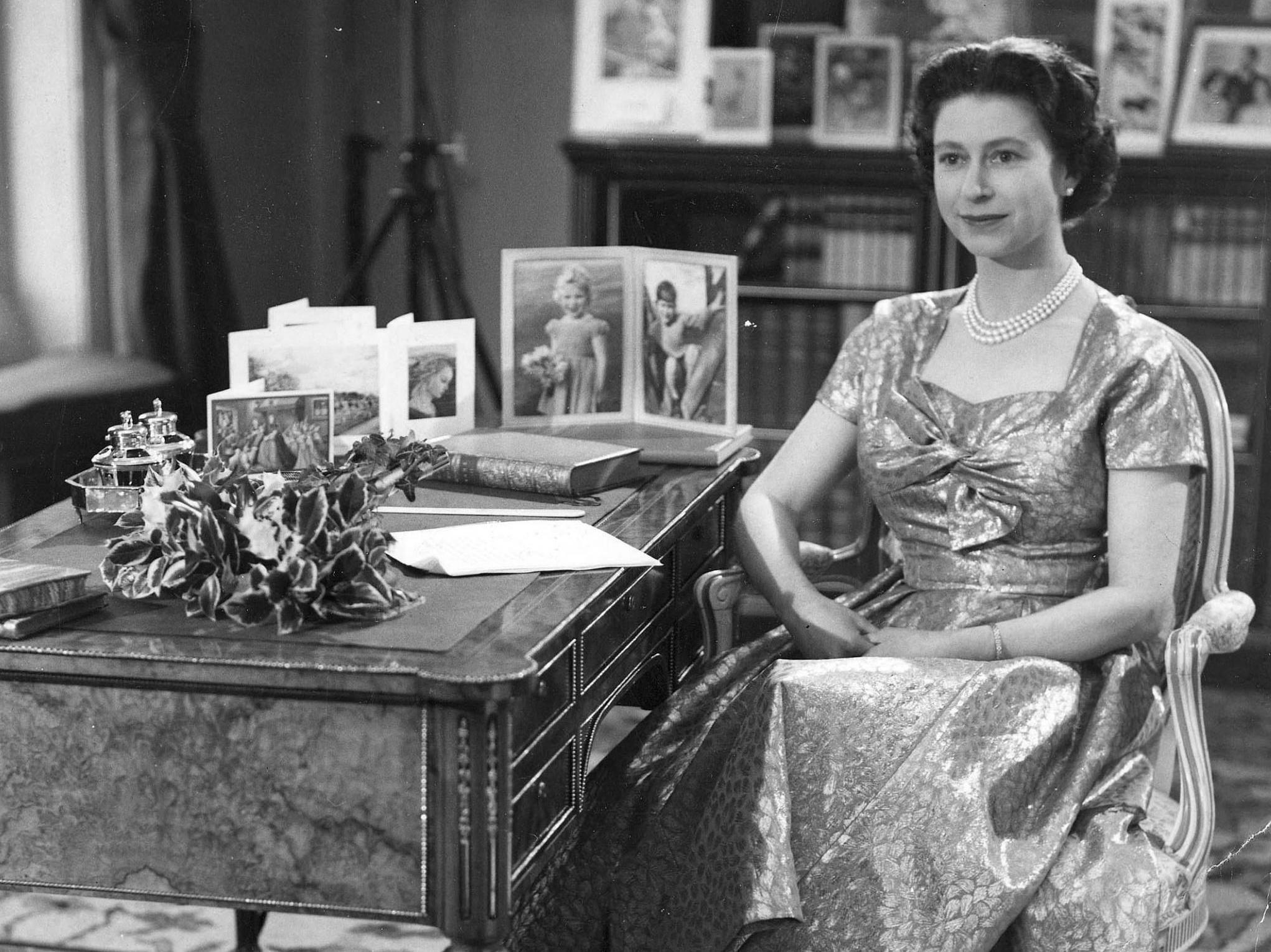 Kraliçe Elizabeth'i soyan hırsız personel cezaevine girdi.