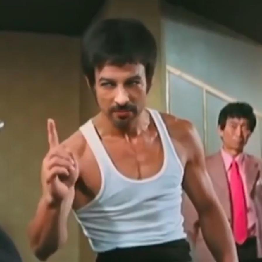 Tarkan, efsane dövüş ustası Bruce Lee oldu