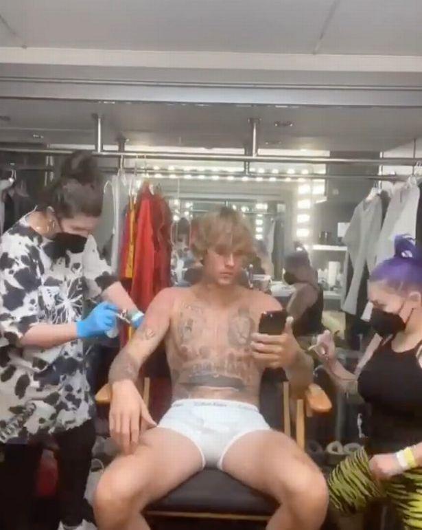 Video Klip için boksör olan Justin Bieber, dövmelerini sildirdi.