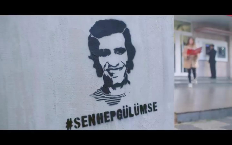 Kemal Sunal 2021'de Türkiye'ye #SenHepGülümse dedi