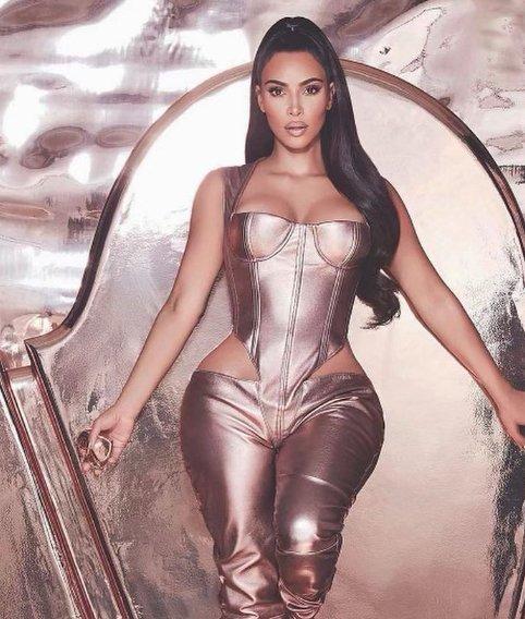Jelena Karleusa, Kim Kardashian'ı taklitçilikle suçladı.