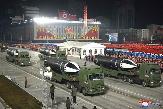 Kuzey Kore Lideri Kim Jong Un, 'en güçlü' silahla dünyayı korkuttu.