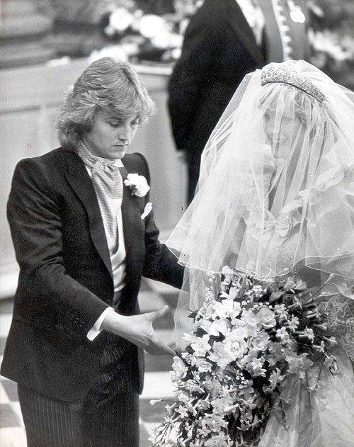 Prenses Diana'nın gelinliğinin tasarımcıları mahkemelik oldu.