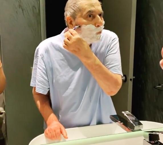 Mehmet Ali Erbil, iki yıl sonra ilk tıraşını oldu