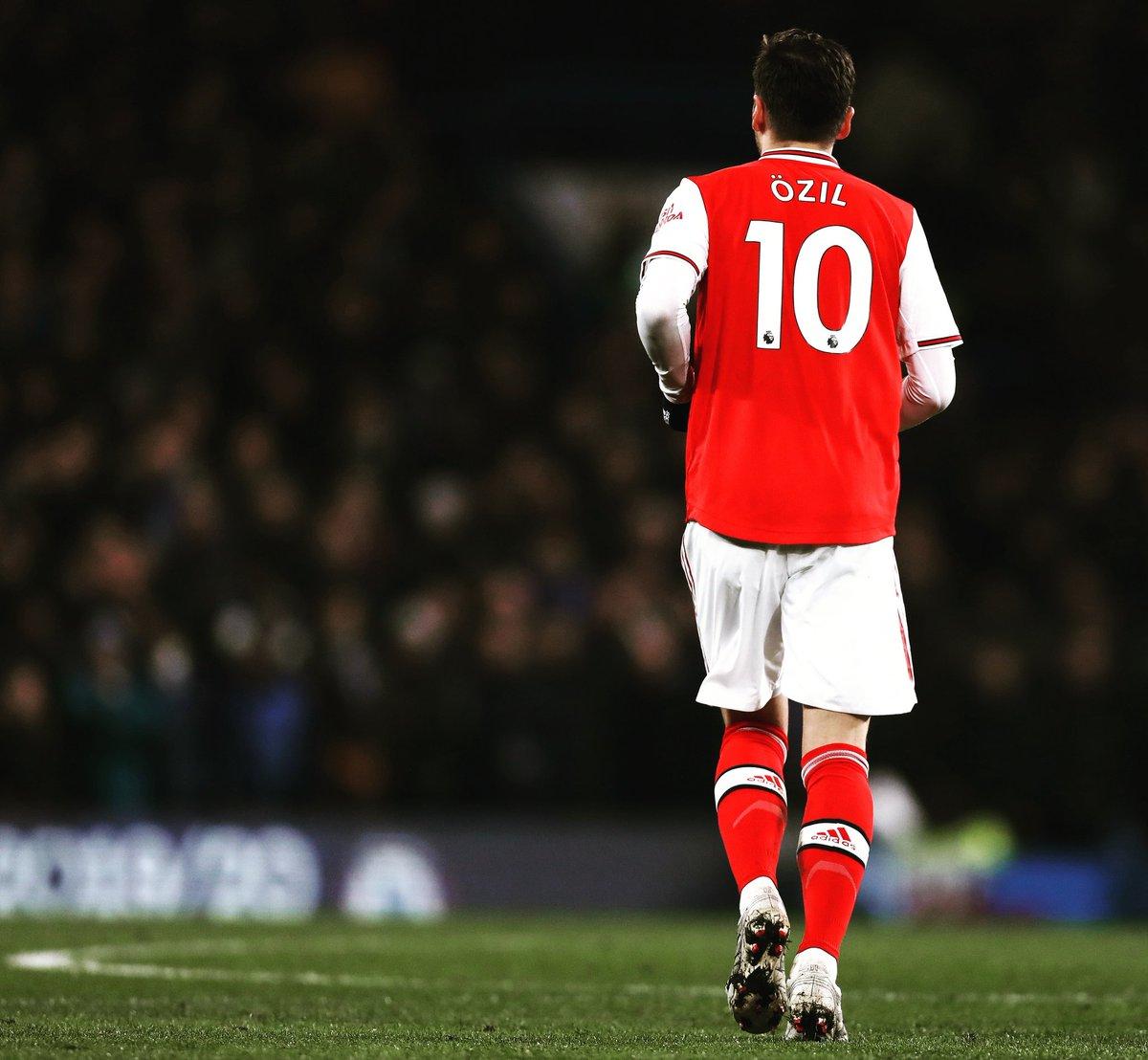 Mesut Özil transferi sosyal medyada rekor kırdı. Cristiano Ronaldo'yu geçti