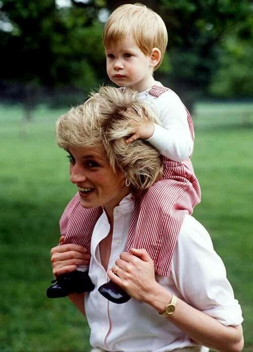 """Prens Harry, """"Her kocanın ve babanın yapacağını yaptım"""" dedi."""