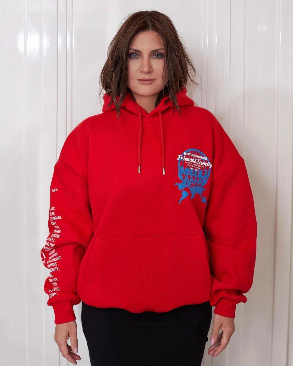 Sibel Can oğlunun markası için modellik yaptı.
