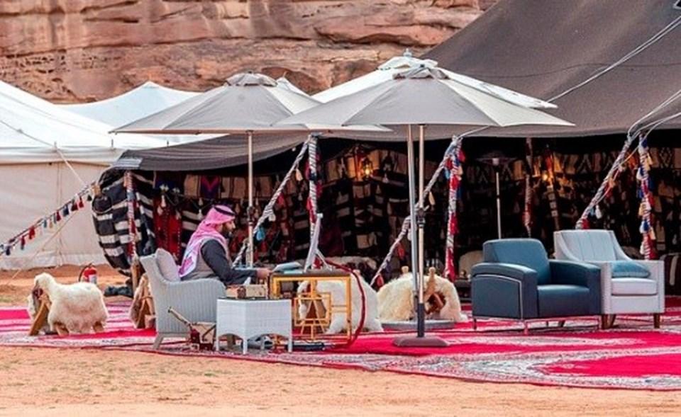 Suudi Arabistan Veliaht Prensi, çölden Davos'a online bağlandı.