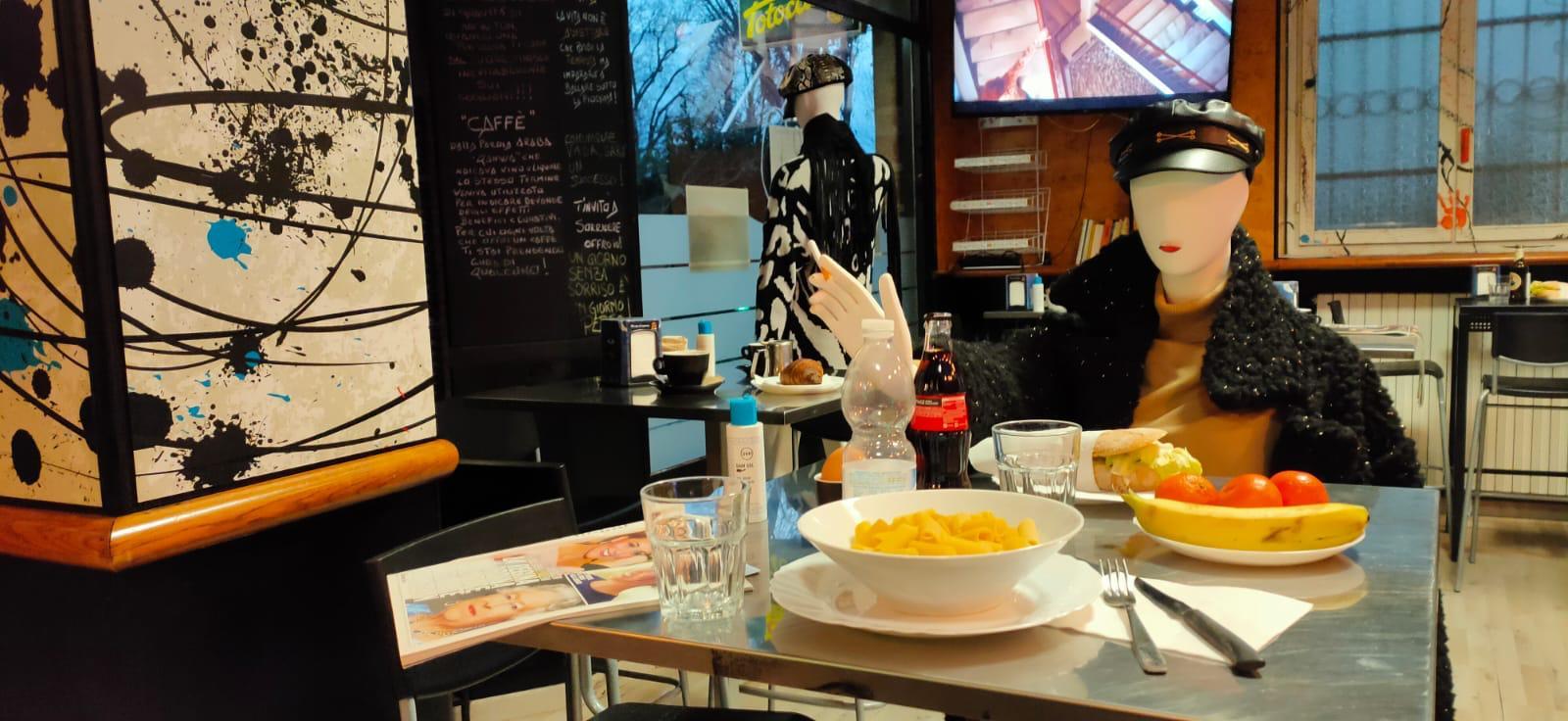 İtalya'da restoran sahiplerinden ''#ioapro'' sivil itaatsizlik hareketi