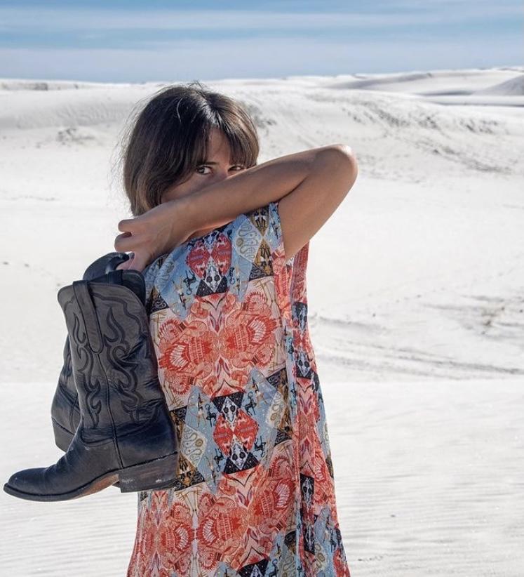 """Ayşe Boyner kendi markası """"Faraway"""" için modellik yaptı."""