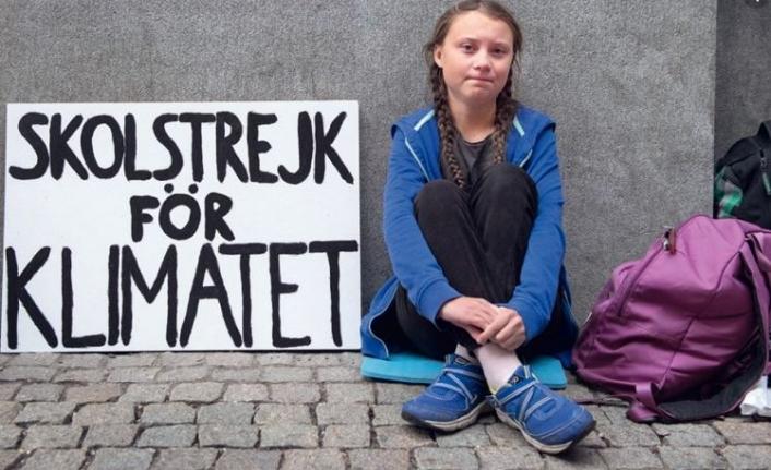 Greta Thunberg, moda endüstrisini eleştirdi.