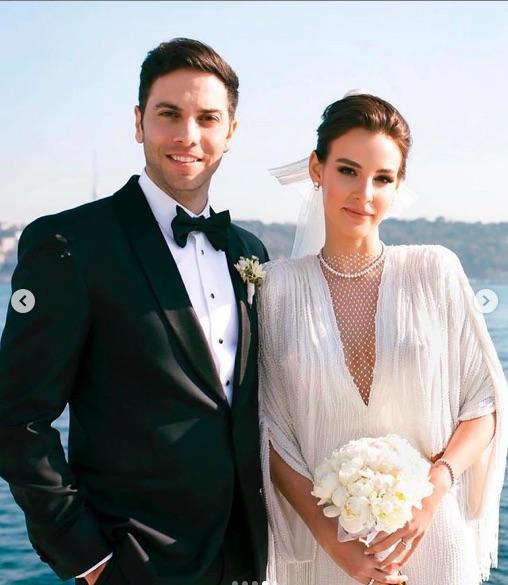 Aslışah Alkoçlar ile Kaan Demirağ, Four Seasons Bosphorus Hotel'de evlendi