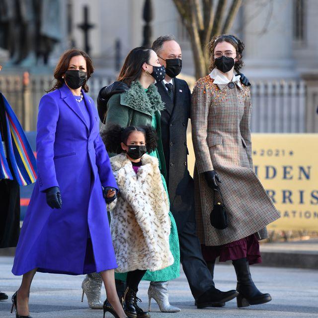 Kamala Harris'in üvey kızı Ella Emhoff New York Moda Haftası'nda podyuma çıktı