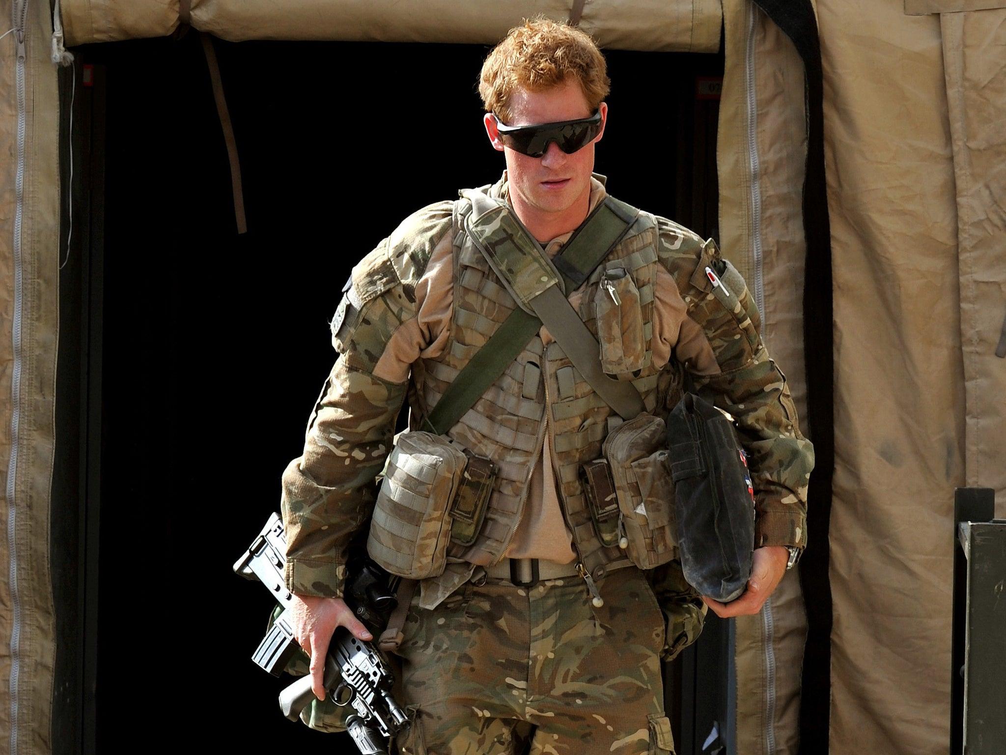 Prens Harry'nin askeri unvanları tartışma konusu oldu.