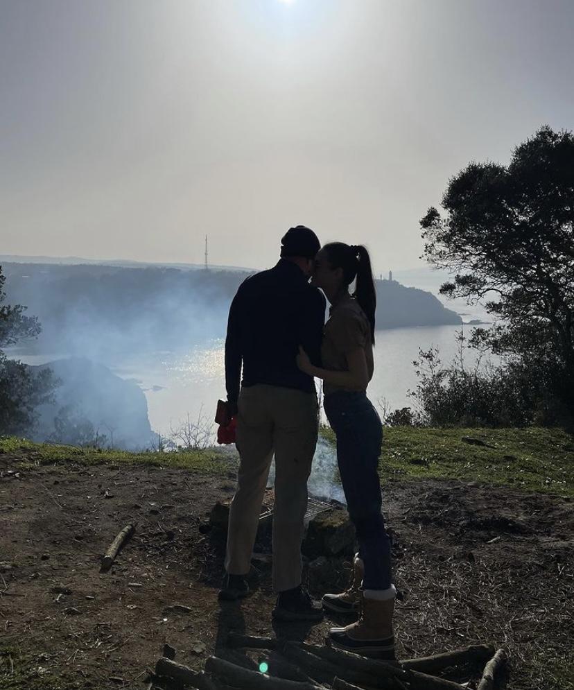 İzzet Özilhan ve Yasemin Özilhan önce kamp kurdu. Sonra atış yaptı
