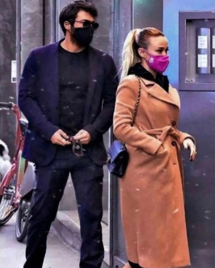 Can Yaman ve Leotta İtalya sokaklarında elele