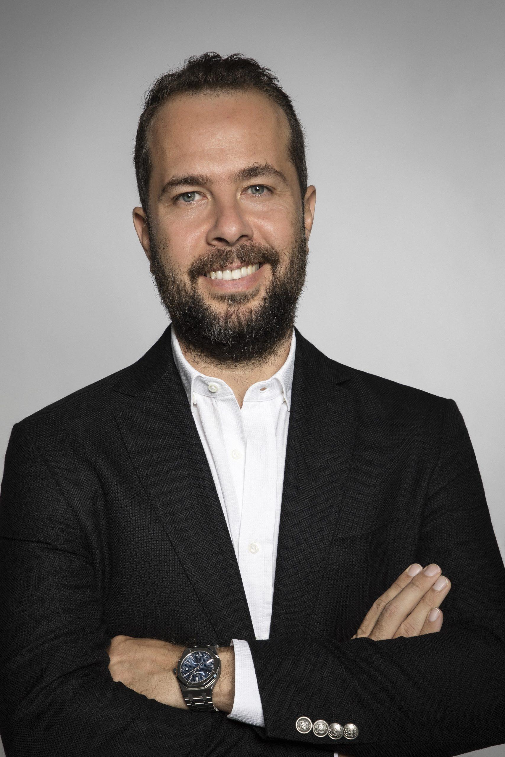 İzzet Pinto, Saba Tümer'in kahkahasını 90 bin TL'ye NFT olarak satın aldı.
