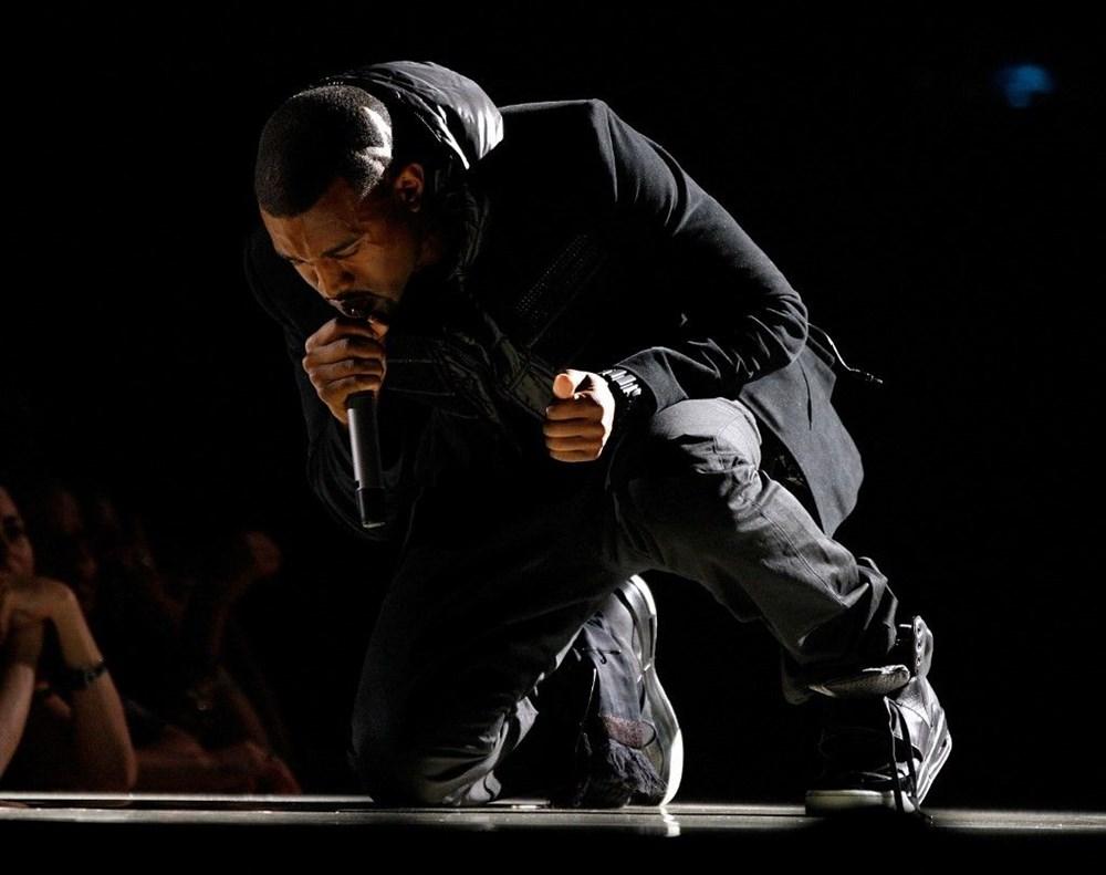 Kanye West'in ayakkabıları açık artırmayla 1,8 milyon dolara satıldı