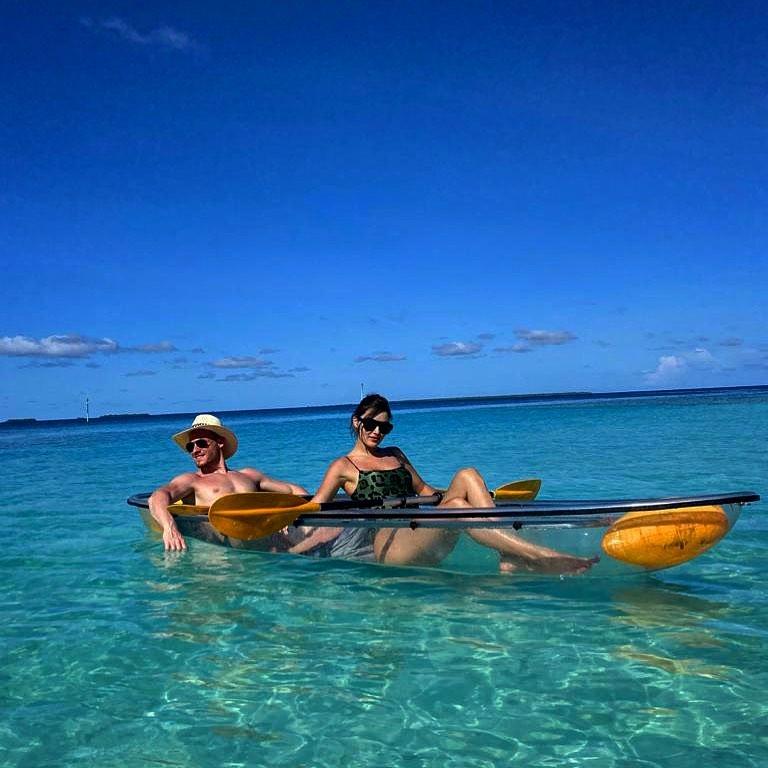 Hande Erçel ile Kerem Bürsin'den Maldivler'de Aşk Pozu