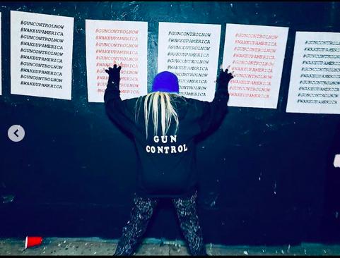 Madonna'dan silah kontrolü için protesto çağrısı.