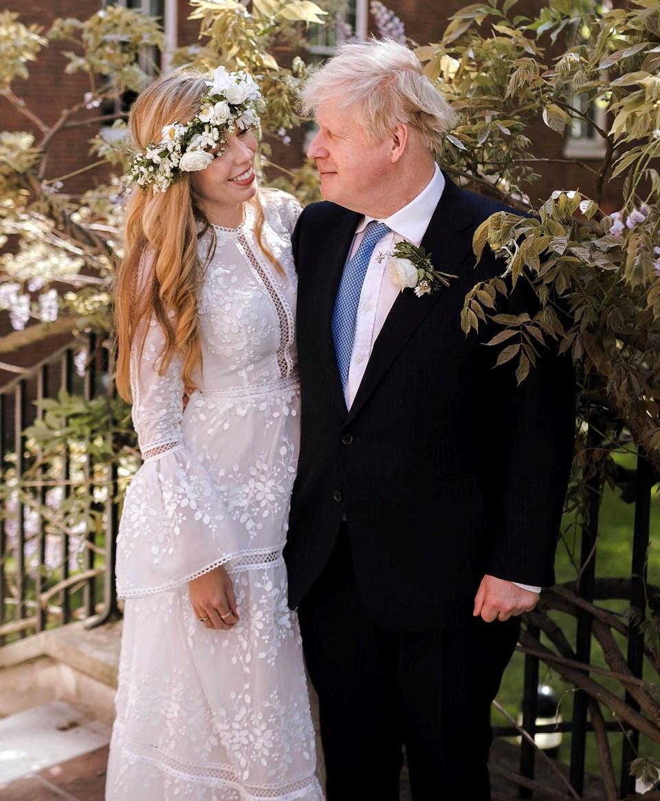 İngiltere Başbakanı Boris Johnson'ın düğün fotoğrafları yayınlandı.