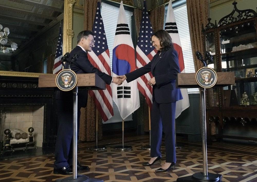 Kamala HarrisGüney Kore Devlet Başkanı ileönce tokalaştı sonra elini sildi