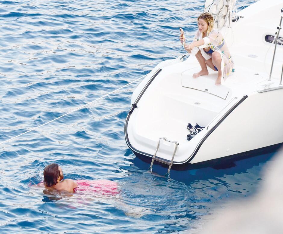 Can Yaman ve İtalyan sevgilisi Diletta Leotta Bodrum'da tatile çıktı.