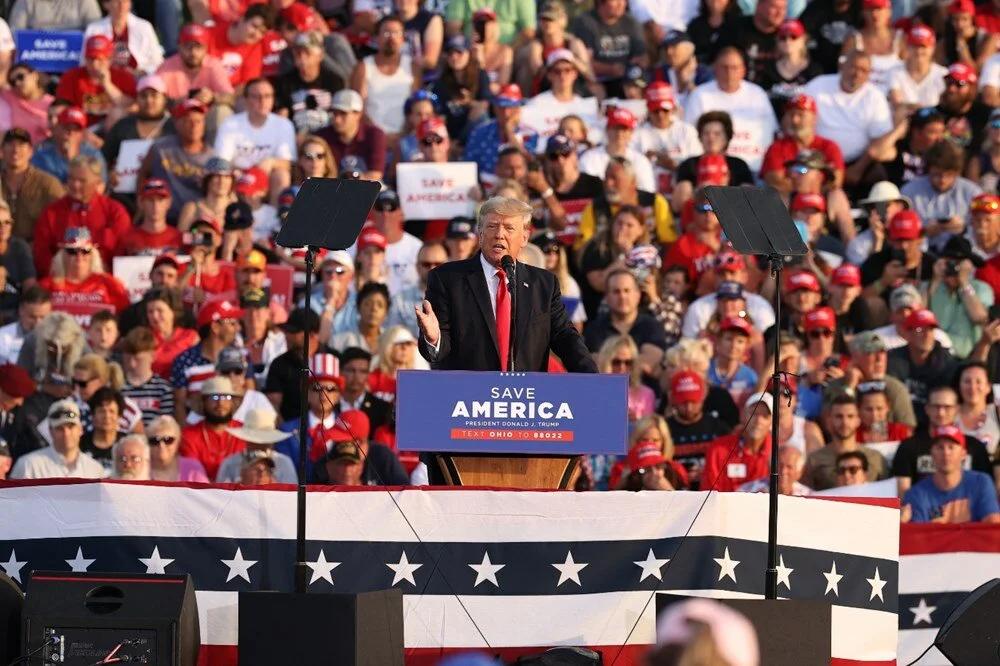 Donald Trump meydana çıktı ve ''Amerika'yı geri alacağız ve bunu yakında yapacağız'' dedi
