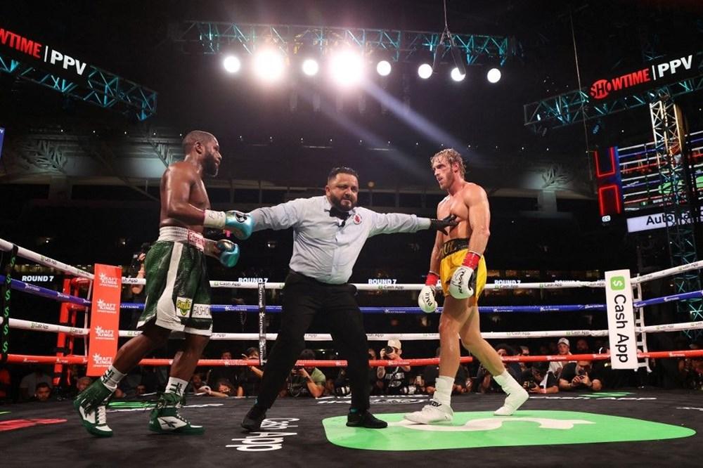 Eski boksör Mayweather ile fenomen Logan Paul gösteri maçı yaptı.