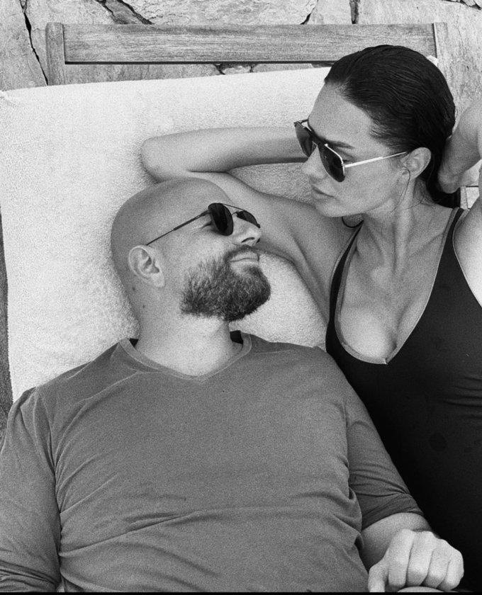 Yasemin Özilhan ve İzzet Özilhan'dan 10'uncu yıla romantik kutlama.