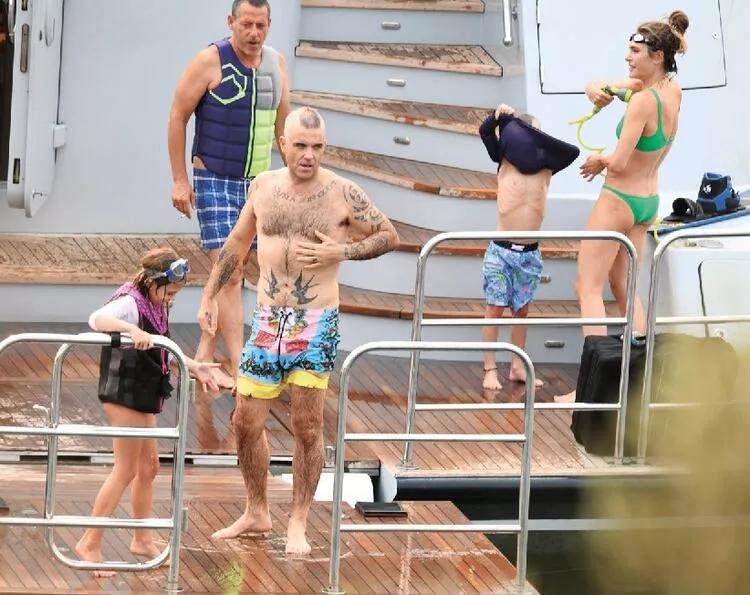 Robbie William ve Türk eşi Ayda Field Datça'da tatilde!