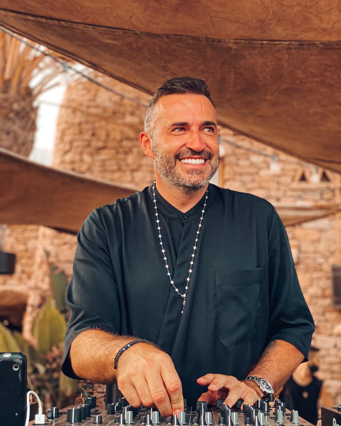 Dünyaca ünlü DJ Valeron ile Scorpios Mykonos eğlencesi 25 Ağustos'ta Galia Bodrum'da...