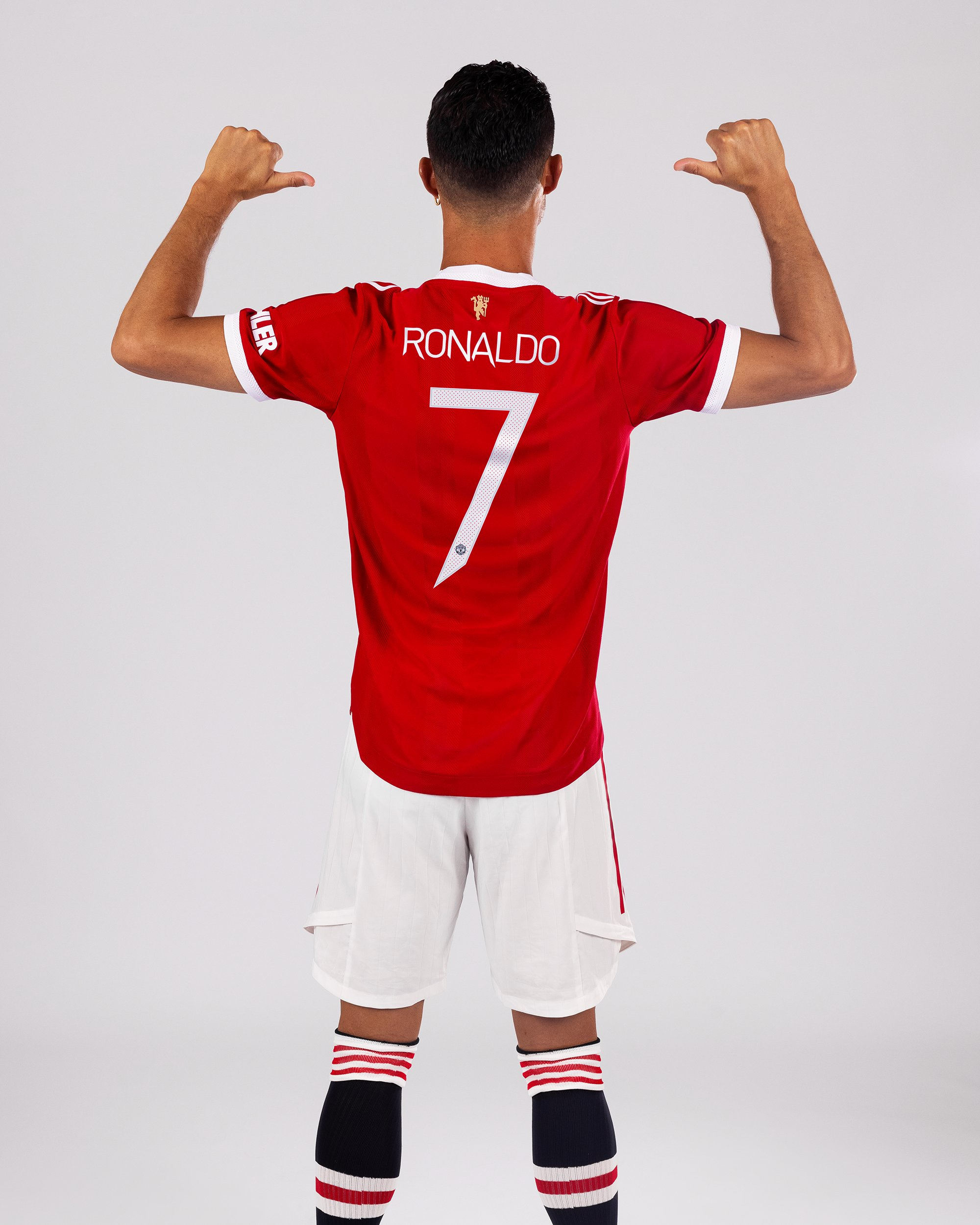 Manchester United'da 7 numaralı forma Cristiano Ronaldo'nun oldu.