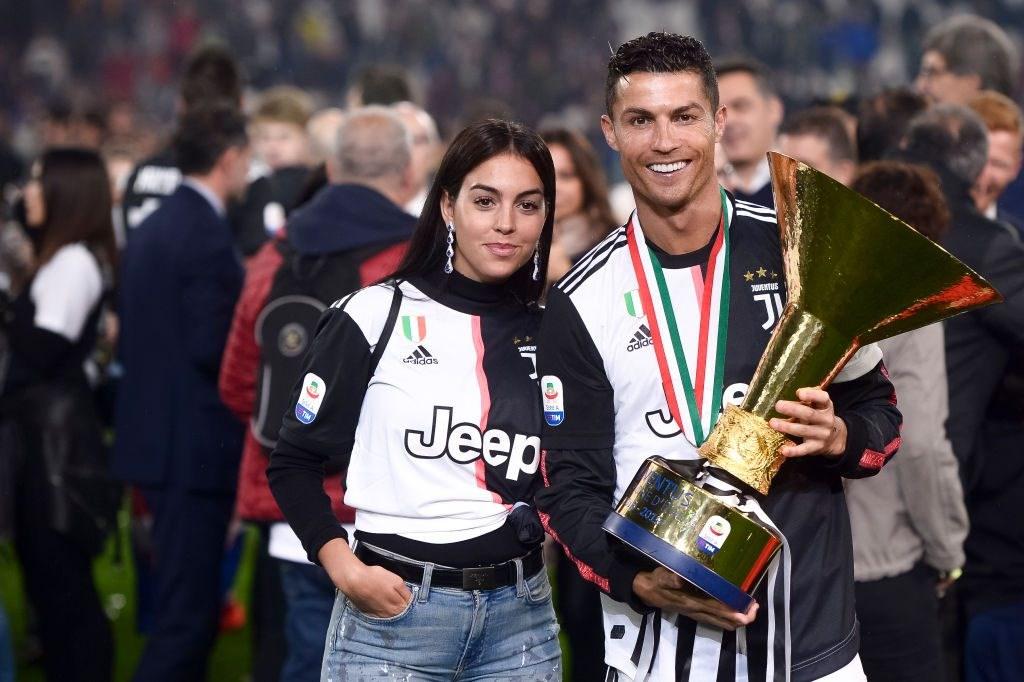 Cristiano Ronaldo ve tezgahtar Georgina Rodriguez'in aşkları belgesel oluyor.