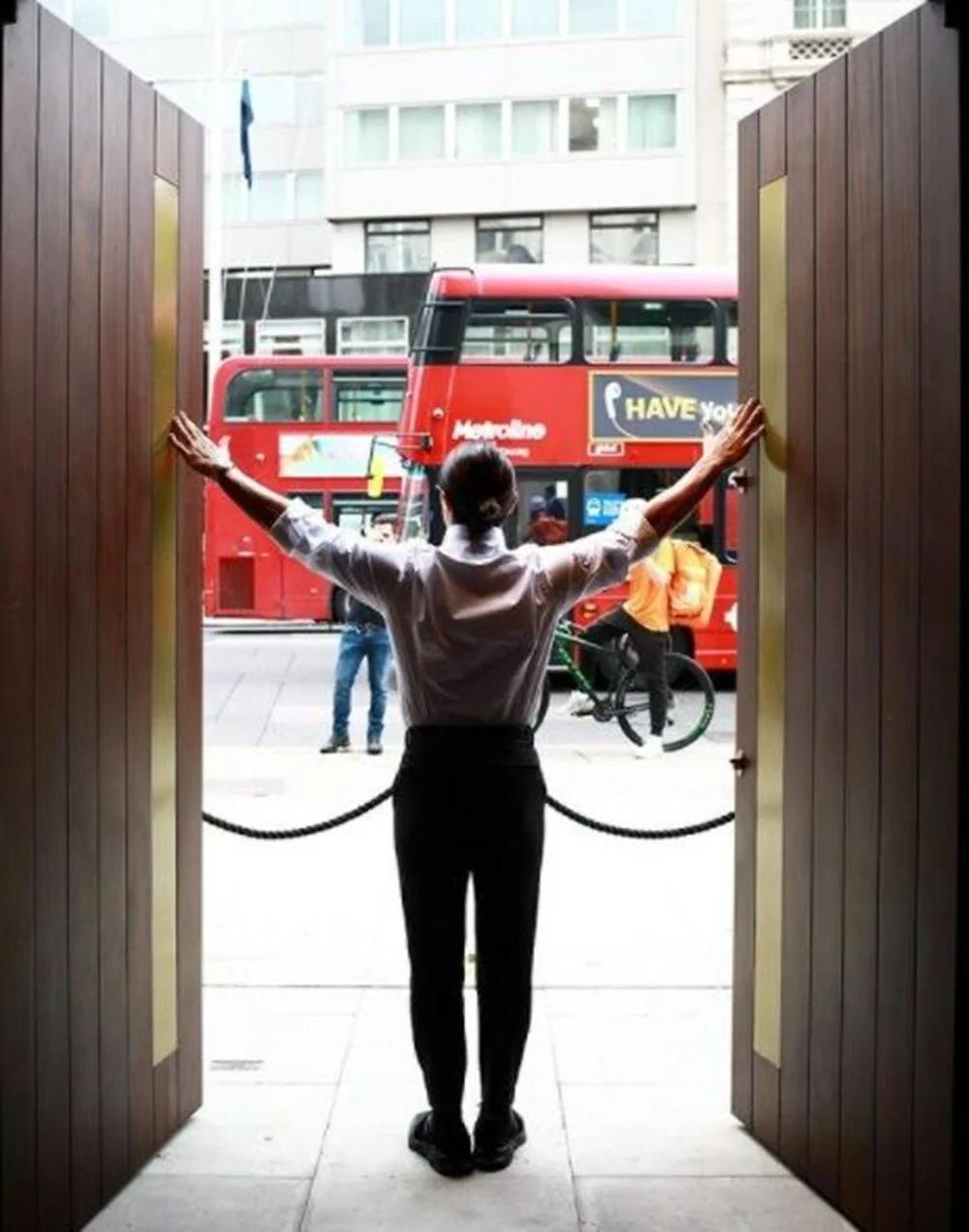 Nusret Gökçe, Londra şubesiyle İngiliz basınının gündemine oturdu.
