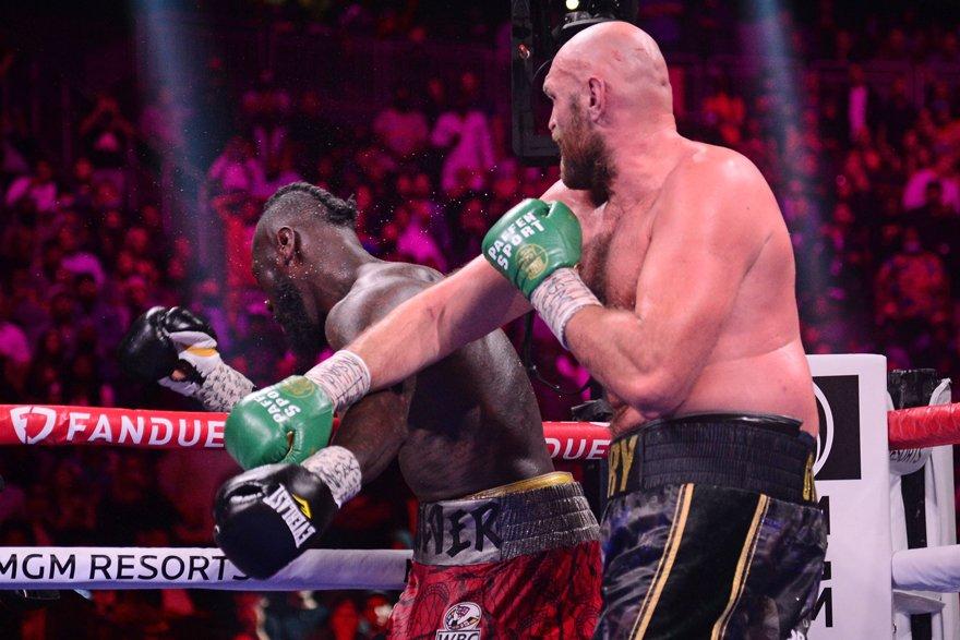 Dünya Ağır Sıklet Boks Şampiyonu Tyson Fury, Deontay Wilder'ı nakavt etti